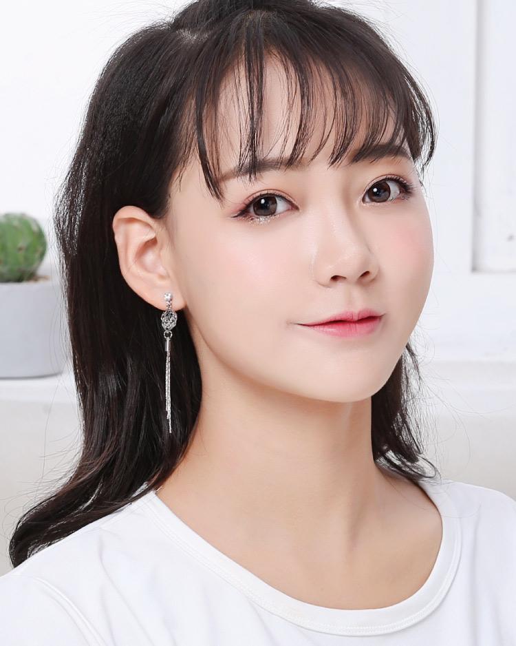 高雅復古簍空玫瑰流蘇 耳針/無耳洞黏貼式耳環 模特兒展示