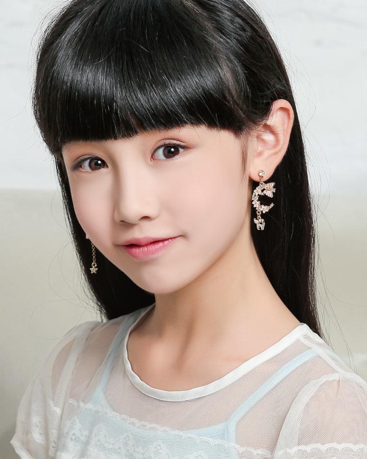 粉色櫻花貓咪星星不對稱 耳針/無耳洞黏貼式耳環 模特兒展示