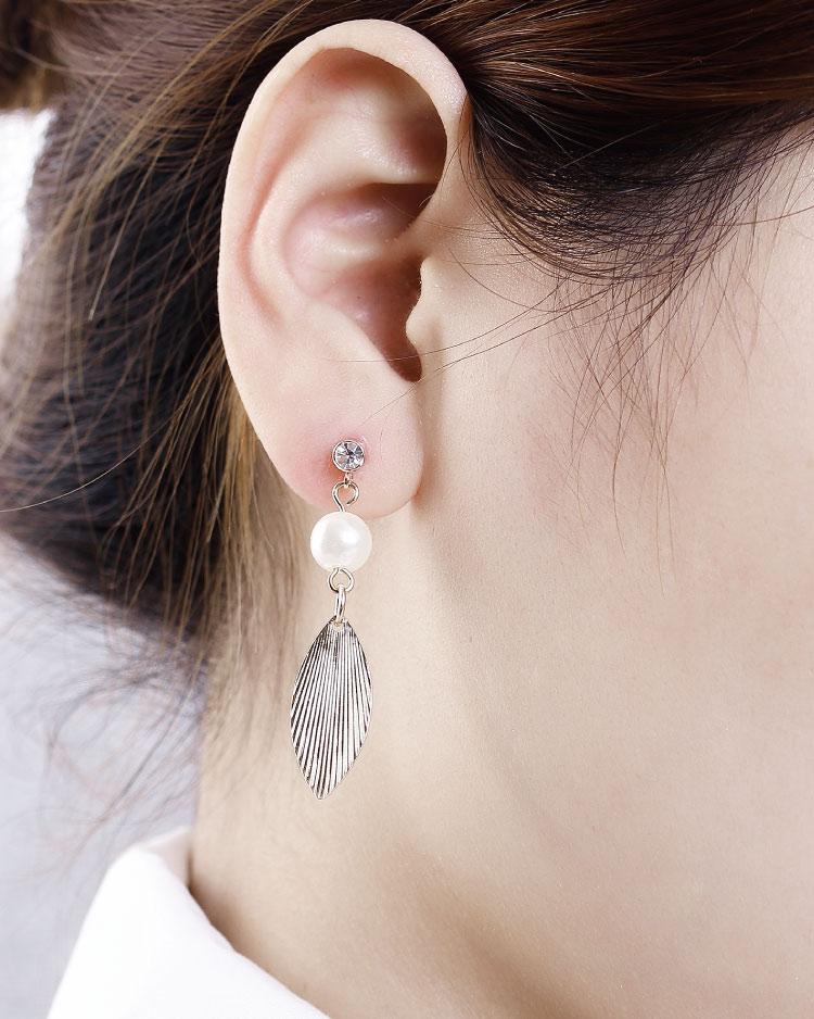 森林系氣質珍珠樹葉 耳針/無耳洞黏貼式耳環 模特兒展示