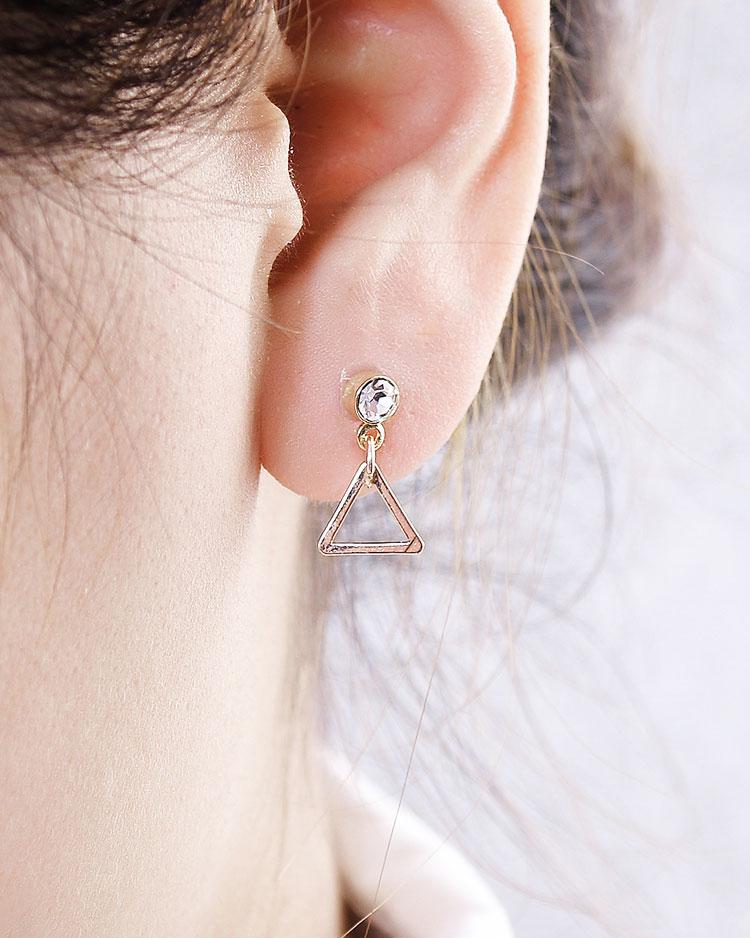 極簡幾何精緻三角 耳針/無耳洞黏貼式耳環 模特兒展示