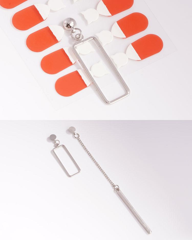 獨特個性一字墜簍空不對稱 耳針/無耳洞黏貼式耳環 細節展示