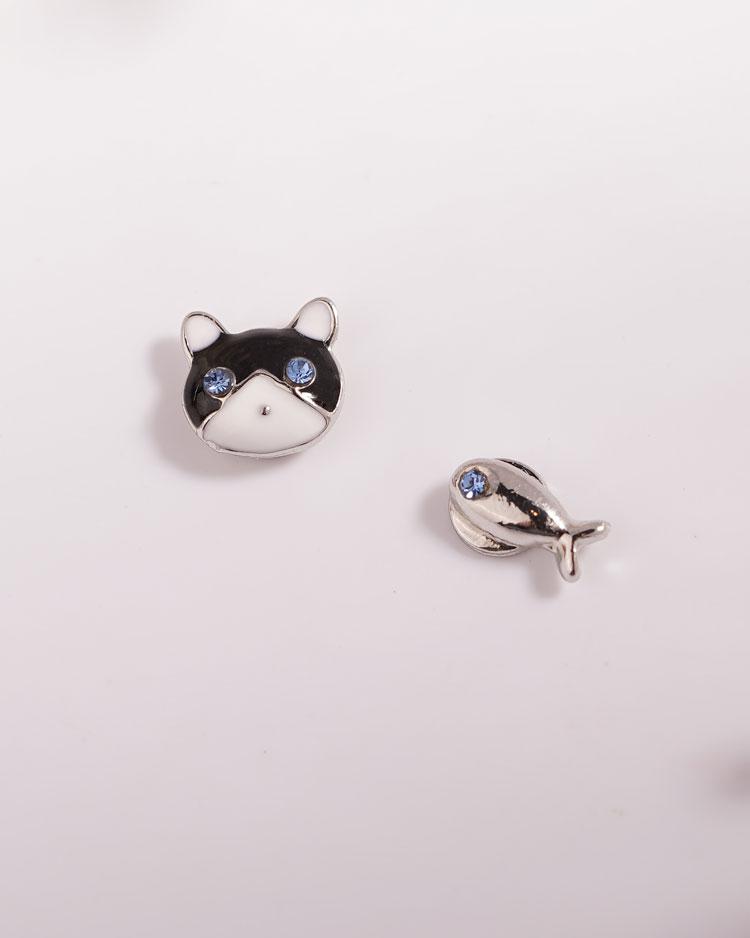 貓與小魚不對稱 無耳洞黏貼式耳環 場景展示
