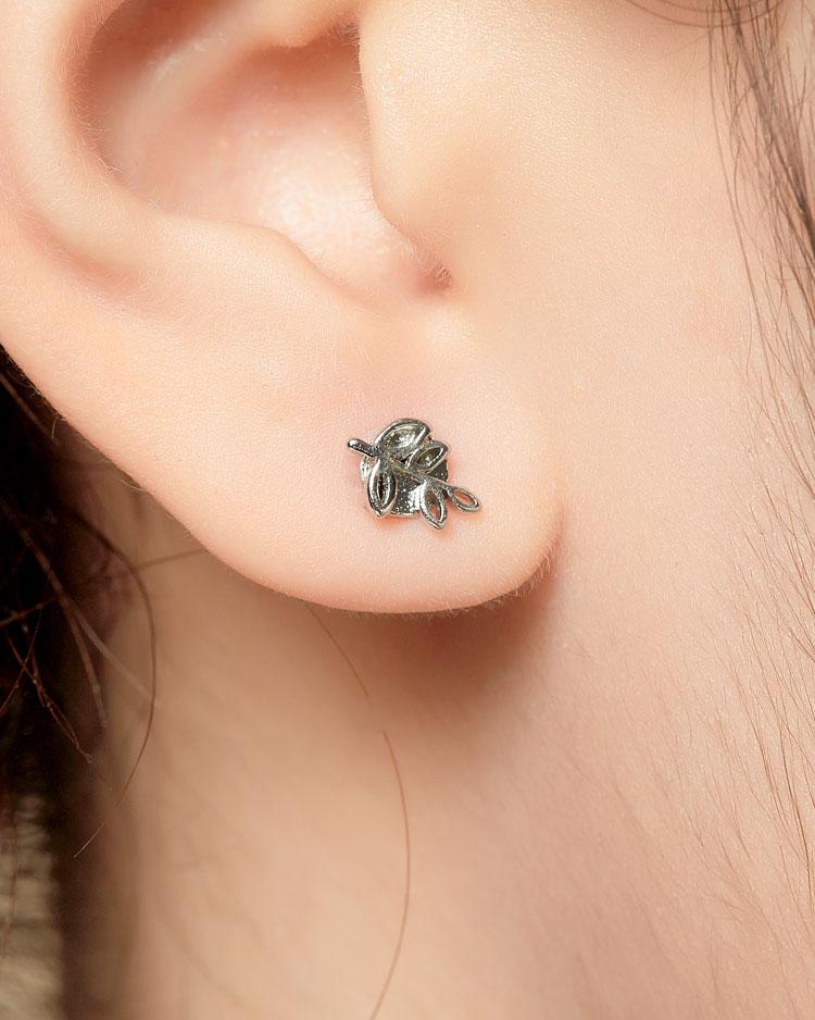 小雞與嫩葉不對稱 耳針/無耳洞黏貼式耳環 模特兒展示