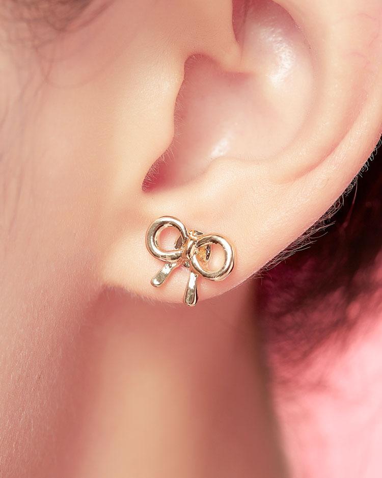 童趣卡通蝴蝶結 無耳洞黏貼式耳環 模特兒展示