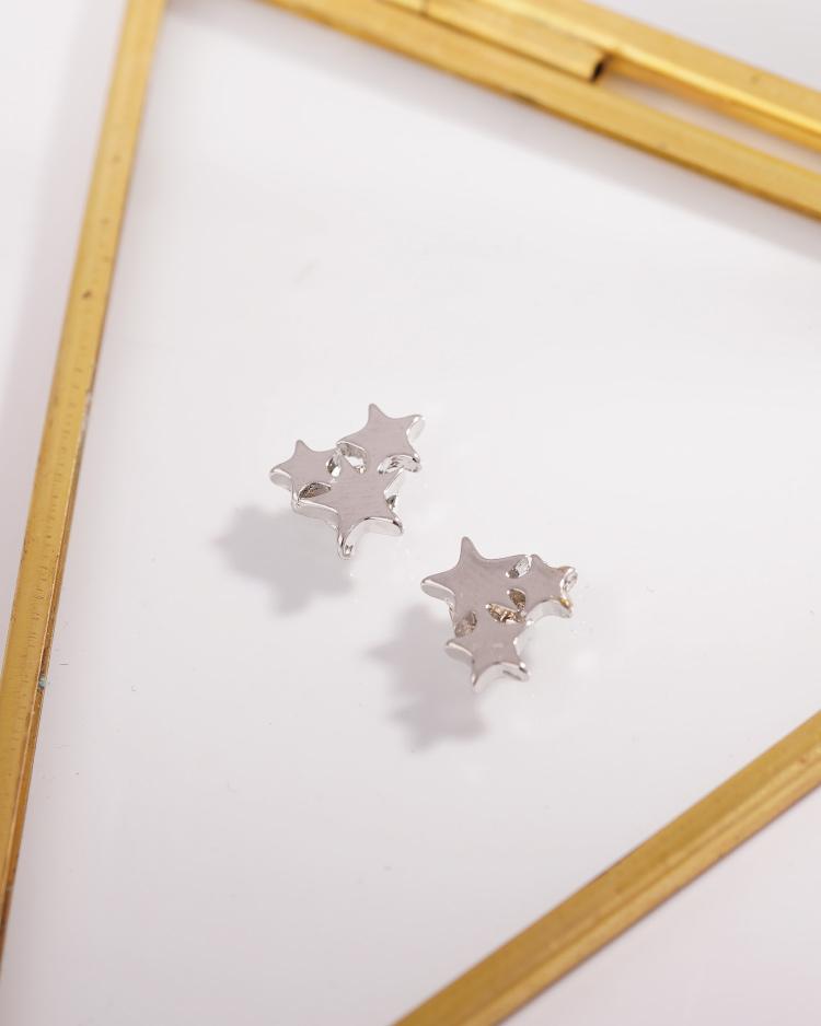 獨特率性三星 耳針/無耳洞黏貼式耳環 場景展示