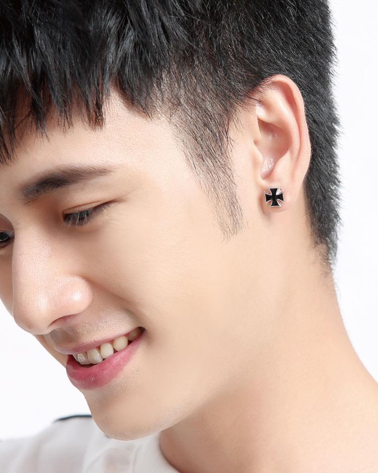 個性時尚黑 耳針/無耳洞黏貼式耳環 模特兒展示