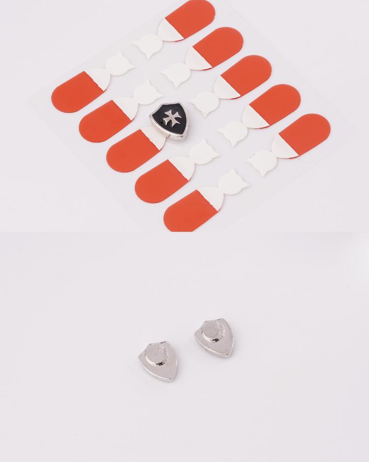 精巧時尚盾牌 耳針/無耳洞黏貼式耳環 細節展示
