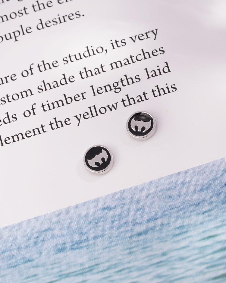 個性蝙蝠俠標誌 耳針/無耳洞黏貼式耳環 場景展示