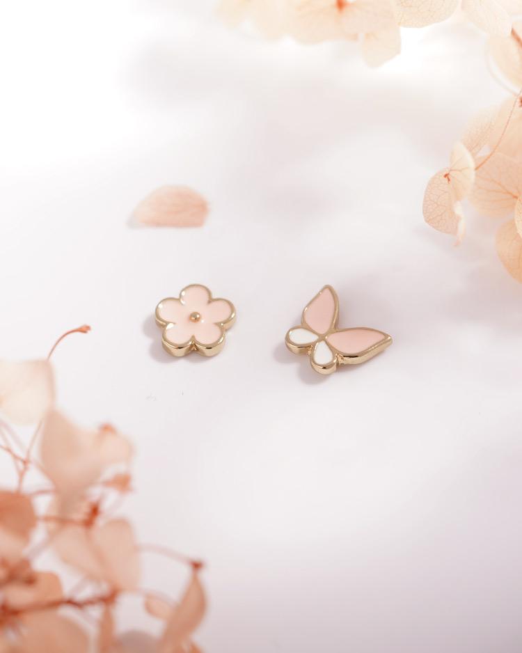 花與蝴蝶不對稱  耳針/無耳洞黏貼式耳環 場景展示