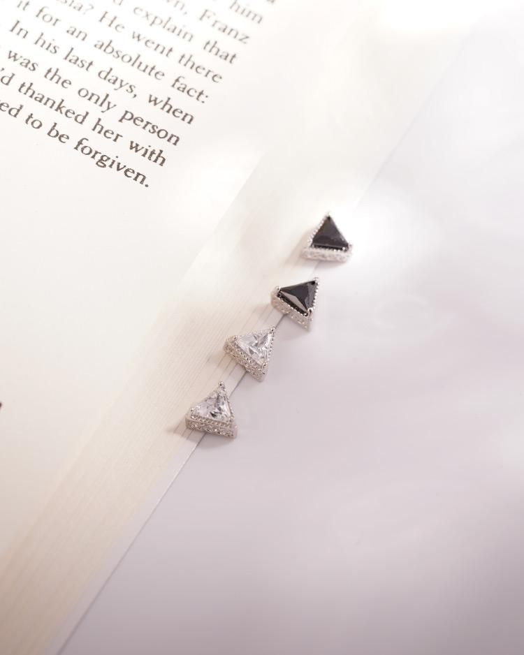 韓流三角鑲鑽 耳針/無耳洞黏貼式耳環 場景展示