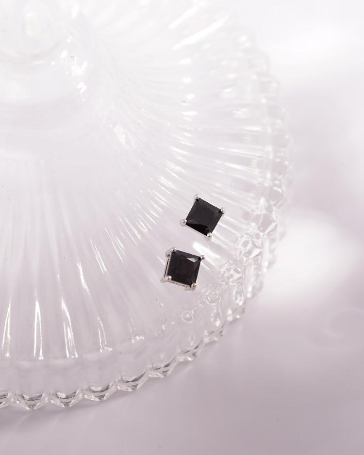 韓流方形鑲鑽 耳針/無耳洞黏貼式耳環 場景展示