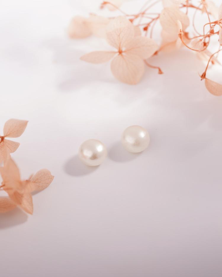 氣質簡約單珍珠 耳針/無耳洞黏貼式耳環 場景展示