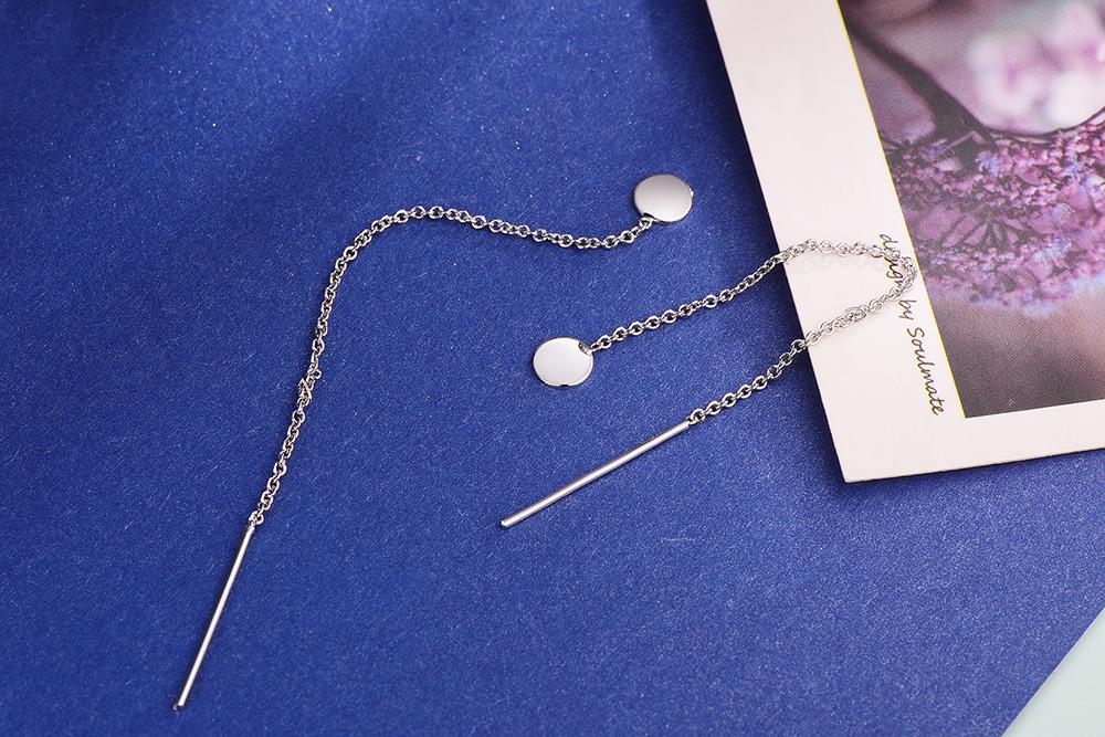 韓系一字鏈條流蘇黏式耳環,桌上展示。