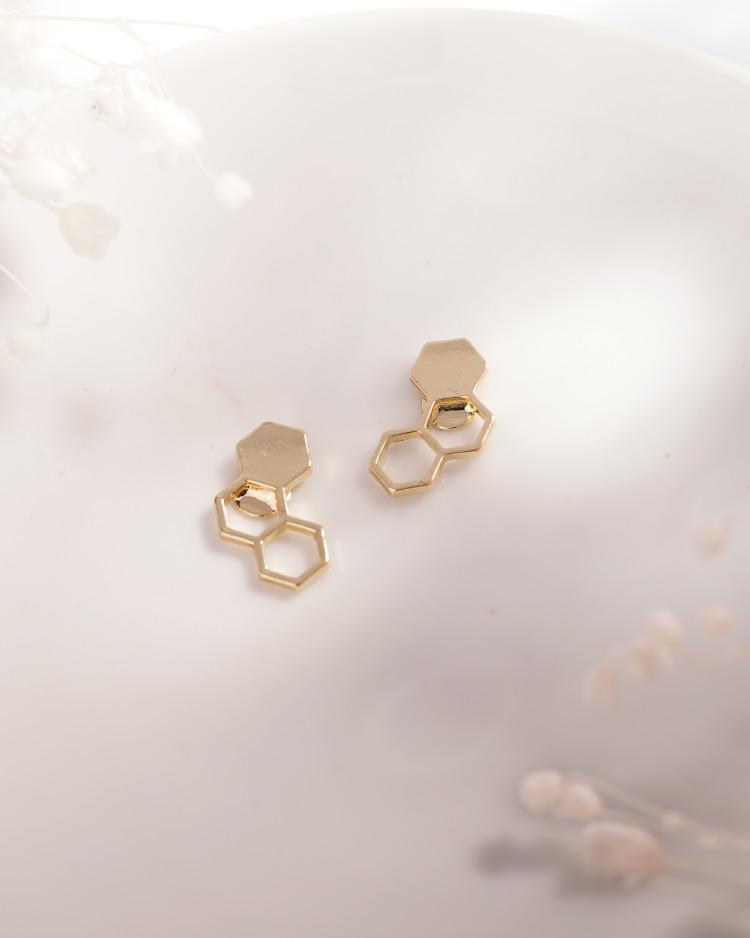 時尚幾何設計蜂巢 耳針/無耳洞黏貼式耳環 場景展示