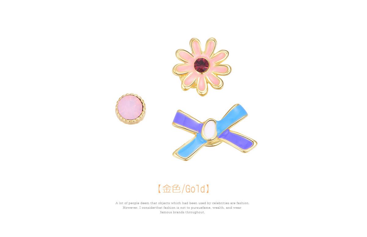 迷你可愛小雛菊不對稱黏式耳環,金色