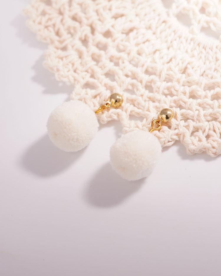 時尚純色毛球 無耳洞黏貼式耳環 場景展示