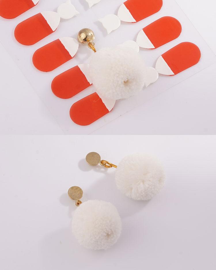 時尚純色毛球 無耳洞黏貼式耳環 細節展示