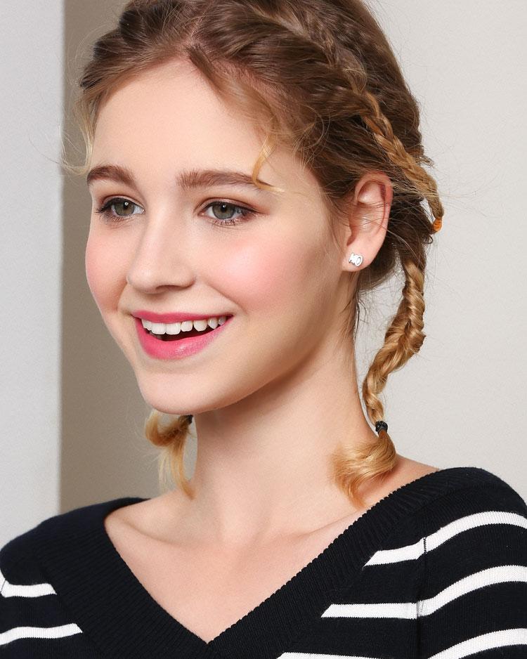 萌趣可愛閃耀滿鑽小象 無耳洞黏貼式耳環 模特兒展示