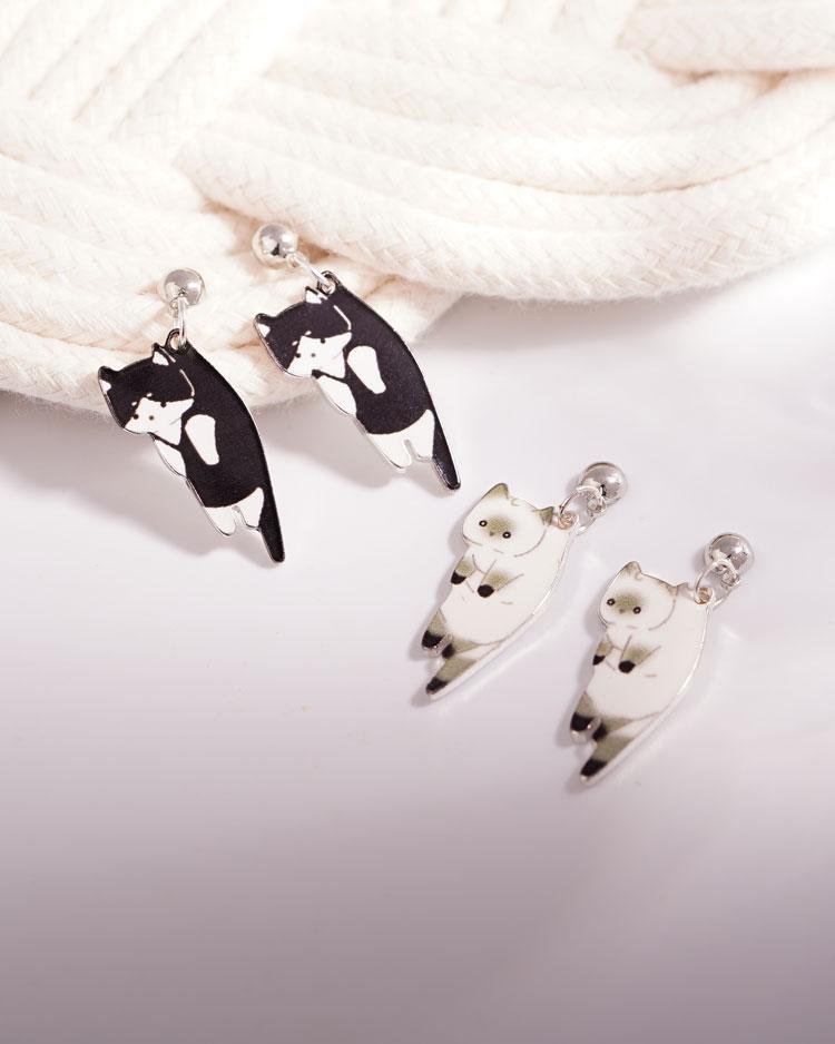 俏皮呆萌黑白小貓咪 耳針/無耳洞黏貼式耳環 場景展示
