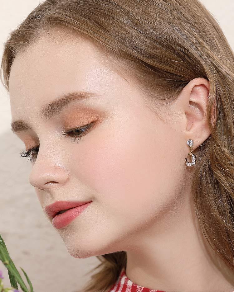 耀眼鑲鑽月亮 耳針/無耳洞黏貼式耳環 模特兒展示