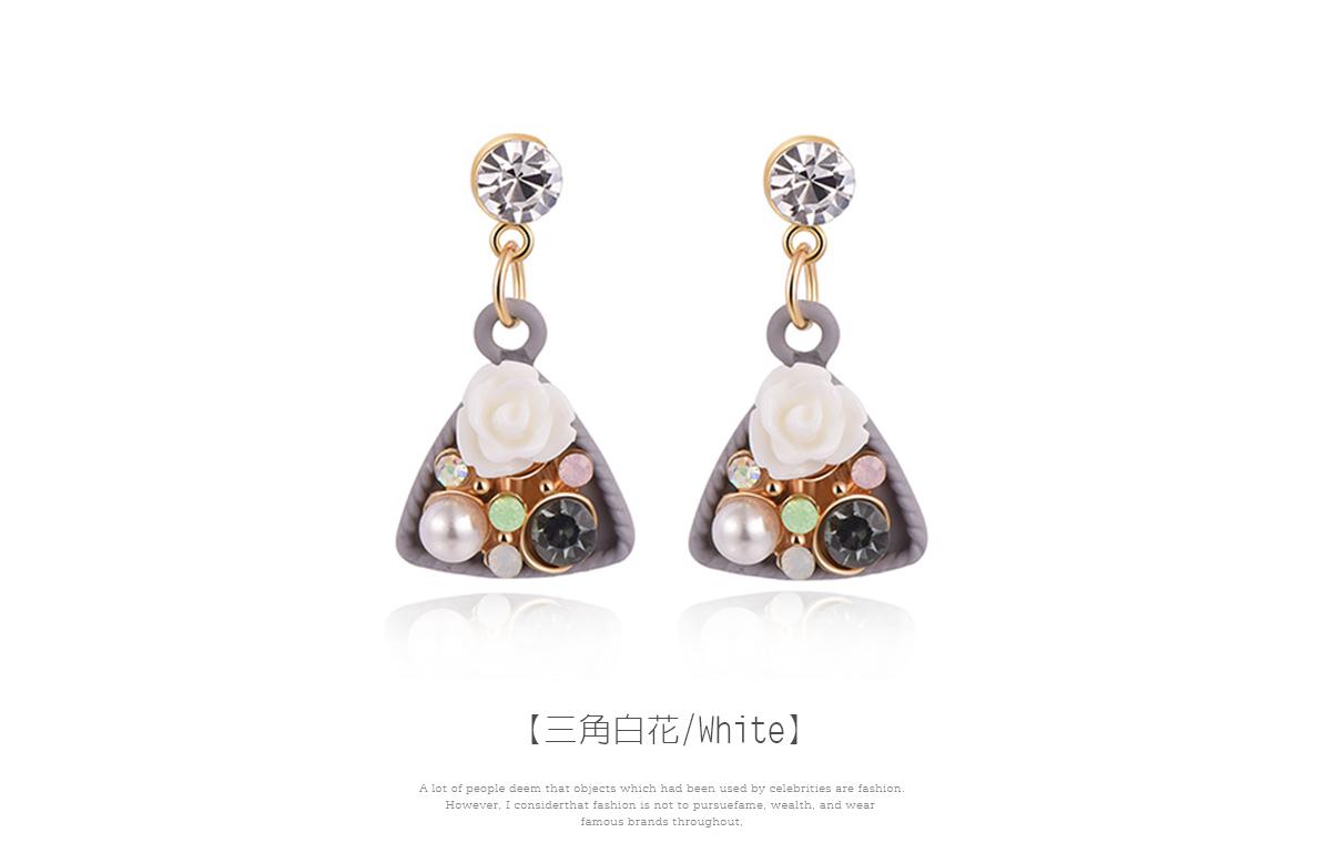 優雅絢爛珍珠花卉 耳針/黏式耳環,三角白花