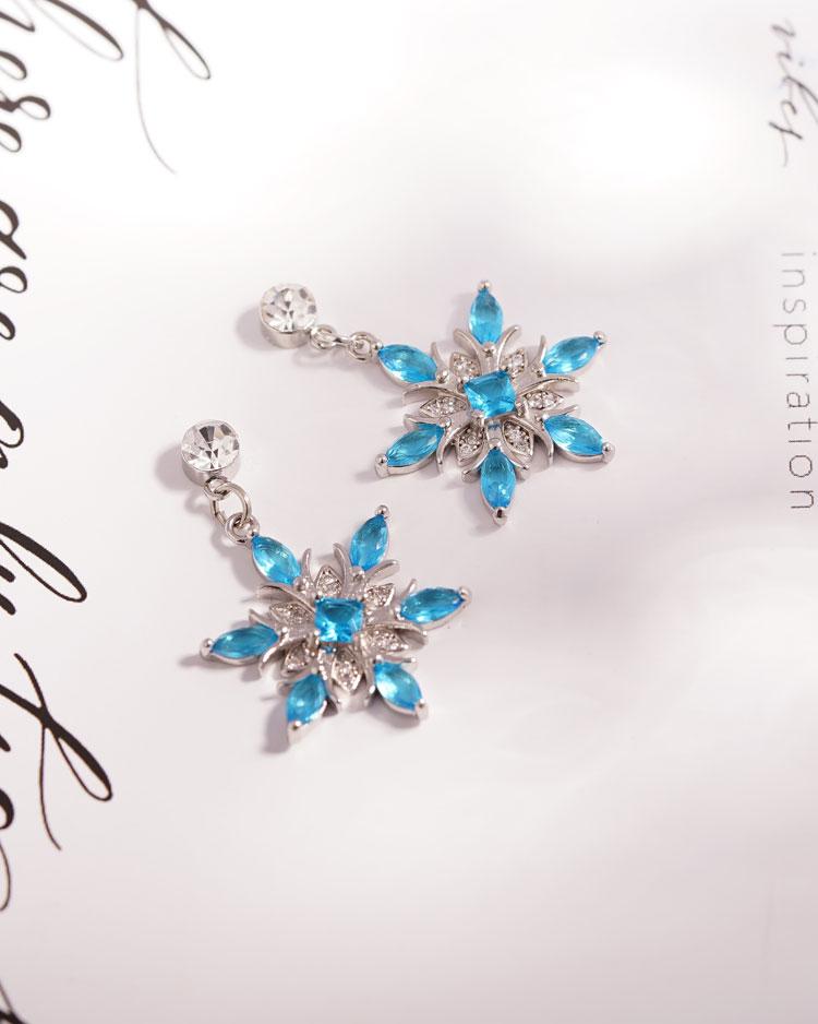 冷豔冰藍雪花 耳針/無耳洞黏貼式耳環 場景展示