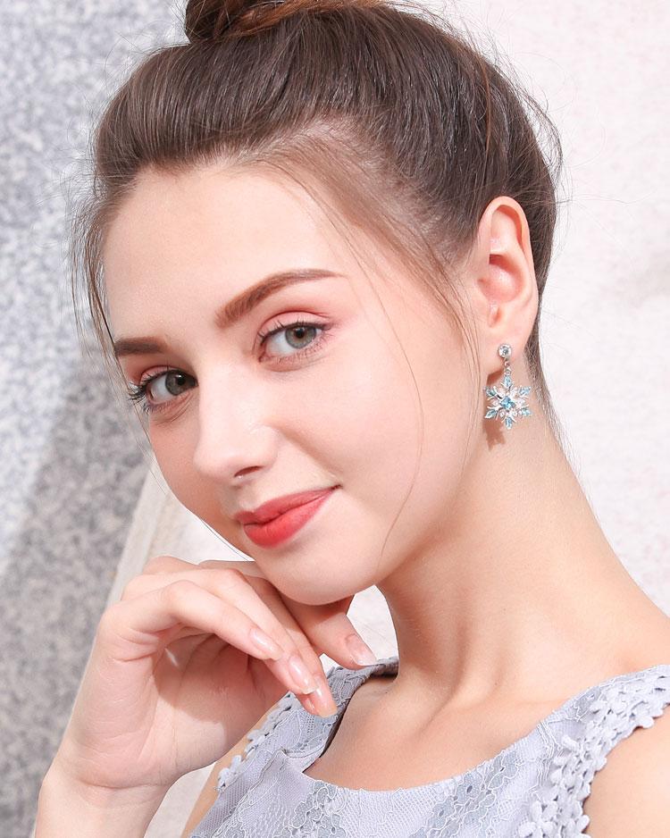 冷豔冰藍雪花 耳針/無耳洞黏貼式耳環 模特兒展示