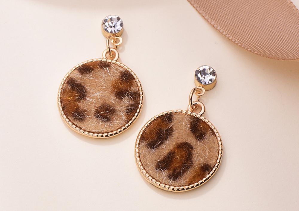 韓版豹紋幾何圖形黏式耳環,桌上展示。