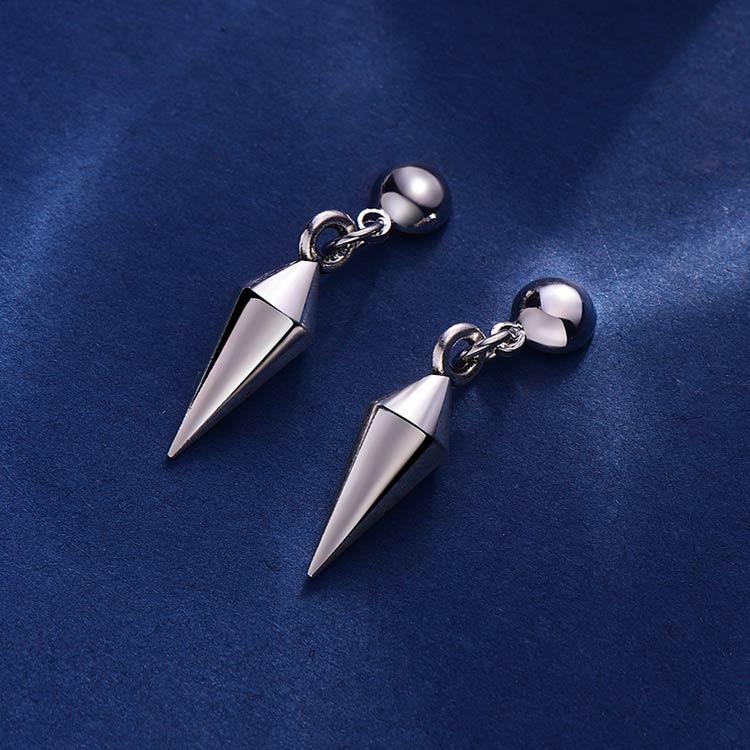 韓版低調極簡尖錐 耳針/黏式耳環,桌上展示。