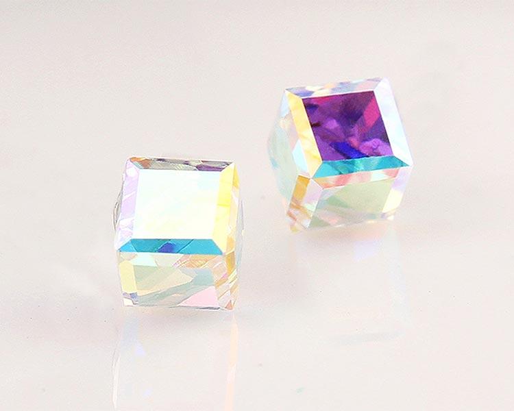 場景展示: 極簡透亮立方水晶 無耳洞黏貼式耳環