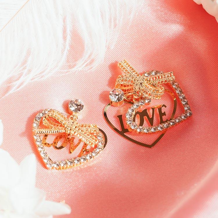 場景展示: 閃閃水鑽愛心LOVE 耳針/無耳洞黏貼式耳環