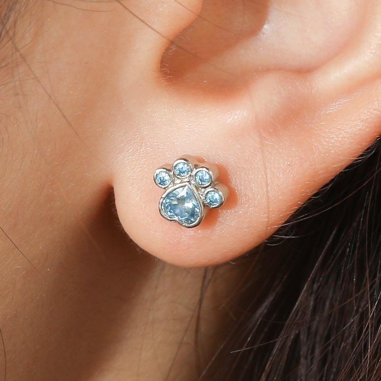 模特兒配戴展示: 可愛藍鑽小貓掌 無耳洞黏貼式耳環