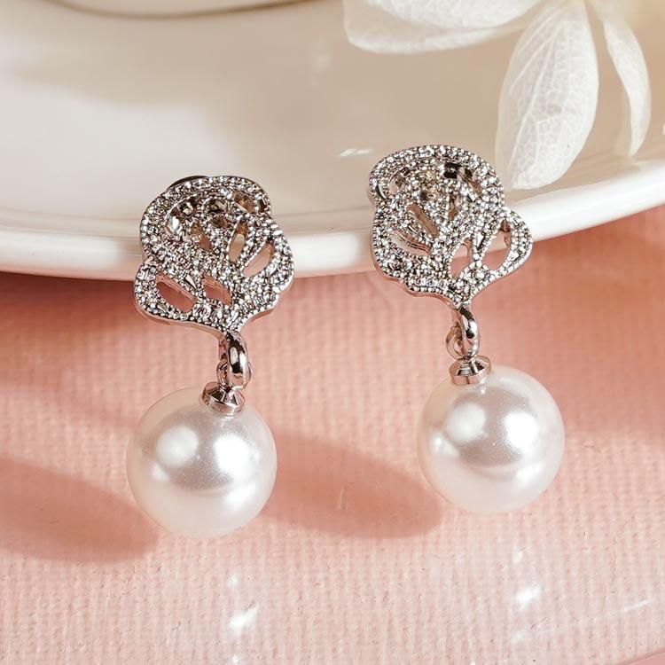場景展示:銀光淡雅玫瑰珍珠 無耳洞黏貼式耳環