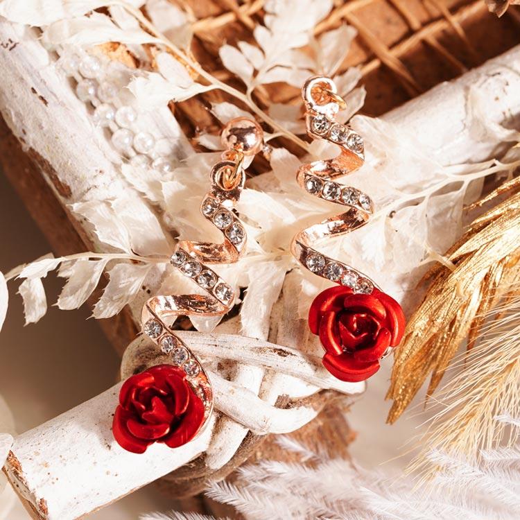 場景展示: 時尚螺旋鑲鑽玫瑰 耳針/無耳洞黏貼式耳環