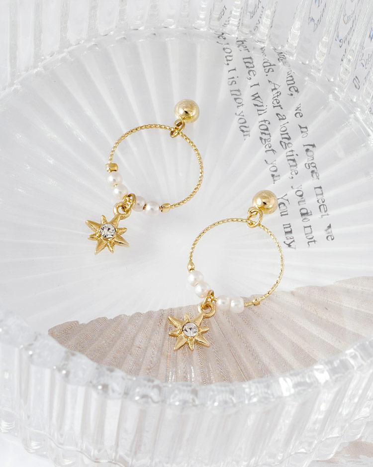 時尚簍空圓環珍珠芒星 耳針/無耳洞黏貼式耳環  場景展示