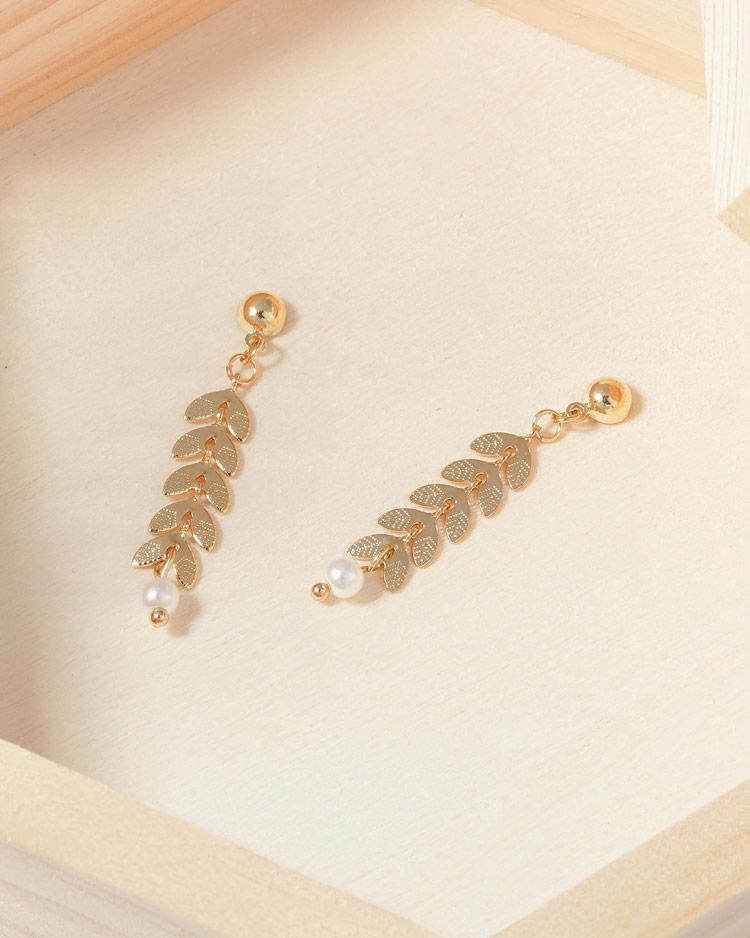 時尚優雅麥穗珍珠 耳針/無耳洞黏貼式耳環  場景展示