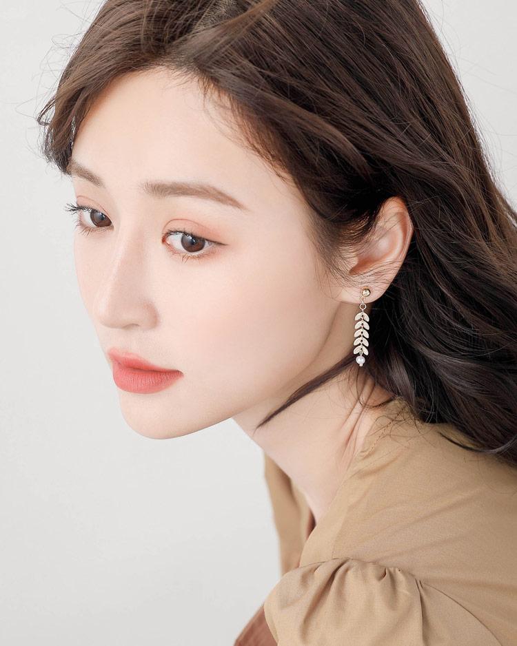時尚優雅麥穗珍珠 耳針/無耳洞黏貼式耳環  模特兒展示