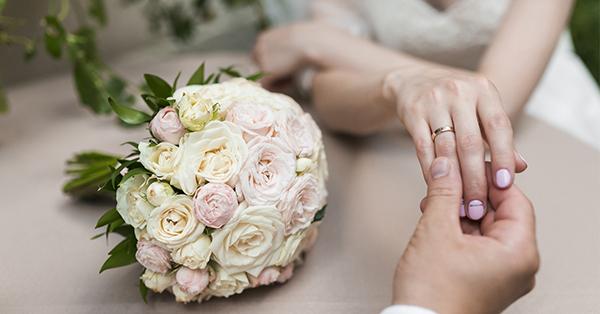 純銀戒指在質感上有很好的表現,但保存比較不易,是需要特別照顧的戒指種類唷